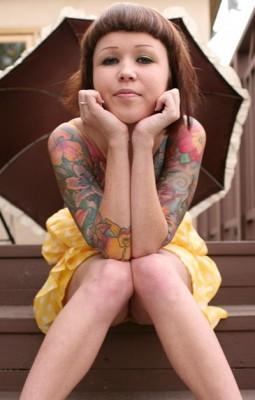 Красивые яркие татуировки на женском теле