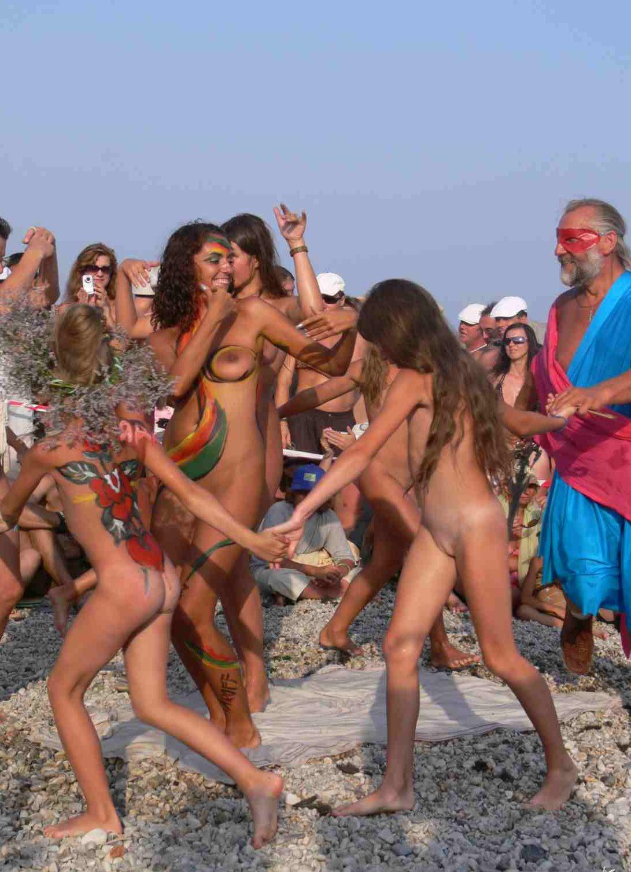 Нудисты Подростки Конкурс Красоты Пляж Фото - Нудизм И Натуризм