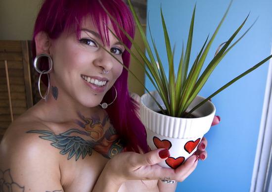 Эмочка с татуировками и пирсингом фото 18