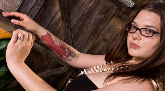 Татуировки и пирсинг толстушки 3