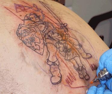 Контуры татуировки почти закончены